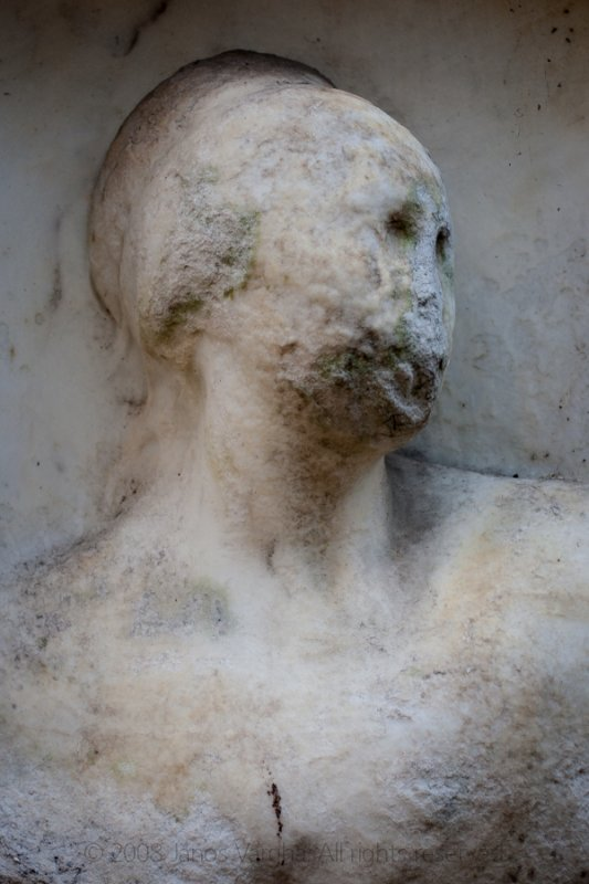 Tomb sculpture